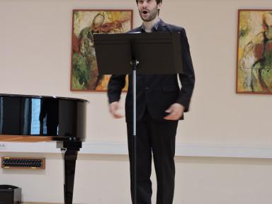 Razredni nastop pevcev Damijana Berčana in zaključni nastop Luka Kavčiča