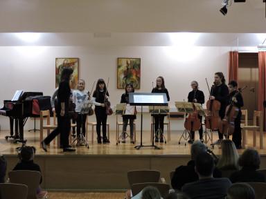 Razredni nastop violinistov iz razreda Mojce Križnič