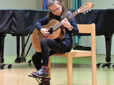 Razredni nastop učencev kitare