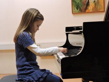 Razredni nastop pianistov iz razreda Monike Toman