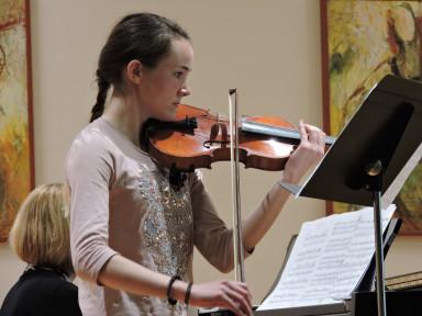 Razredni nastop violinistk iz razreda Mojce Križnič