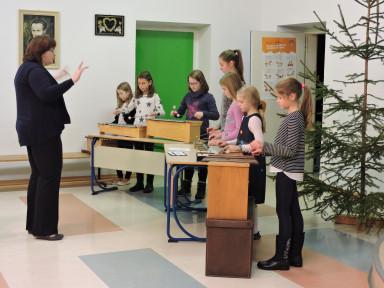 Učenci oddelka Podbrdo z učiteljico Marto Volf Trojer