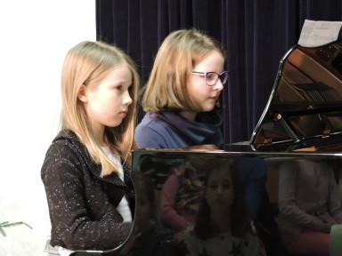 Maša Kusterle in Izabela Mavrar