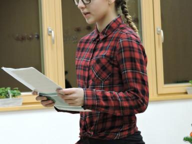 Nastop so popestrili z branjem božično novoletne poezije. Anja Skočir