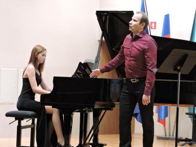 Damijan Berčan, petje in Barbara Verhovnik, klavir