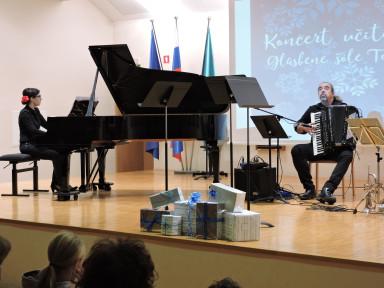 Petra Platiše, klavir in Aleksander Ipavec, harmonika