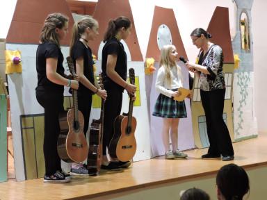 Predstavile so se nam kitare, ki sodijo v družino brenkal.