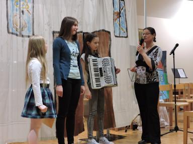 Prisluhnili smo harmoniki in klavirju, oba spadata med instrumente s tipkami.