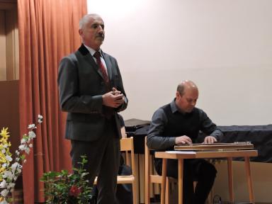Baritonist Marko Kobal in citrar Tomaž Plahutnik