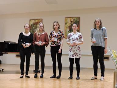 Nekdanje učenke GŠ Tolmin, ki svoje glasbeno šolanje nadaljujejo na srednji stopnji