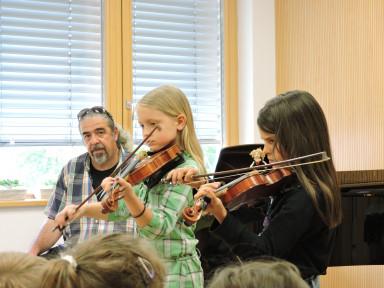 Violinistki Lana in Zofija