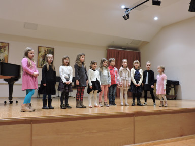Nastop učencev glasbene pripravnice Most na Soči