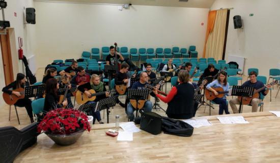 Vaja kitarskega orkestra nekdanjih učencev…